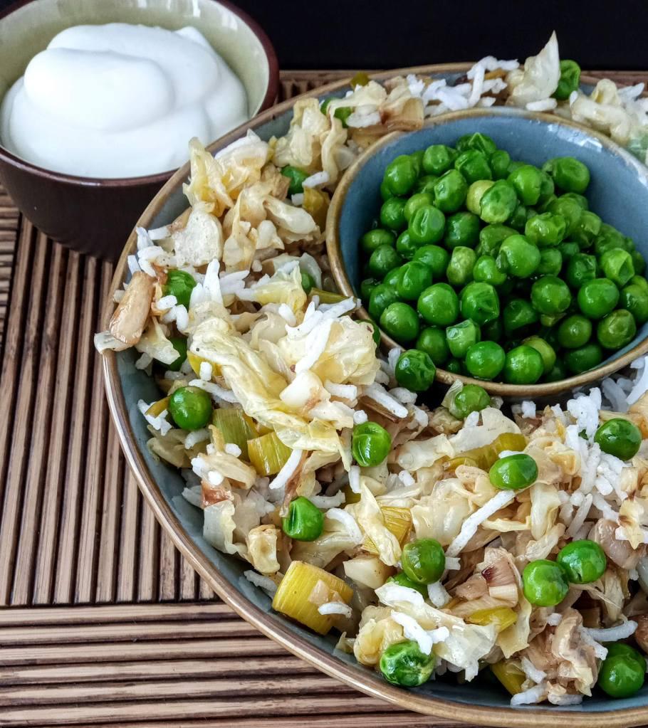 Salsa mayonesa -con el agua que resulta de la cocción de los garbanzos- para acompañar a un arroz blanco con vegetales